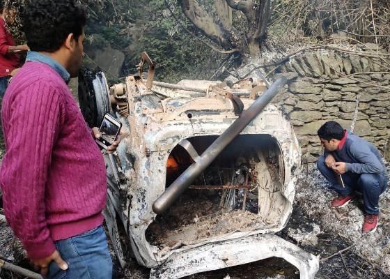 यमुनोत्री हाईवे पर वाहन दुर्घटनाग्रस्त